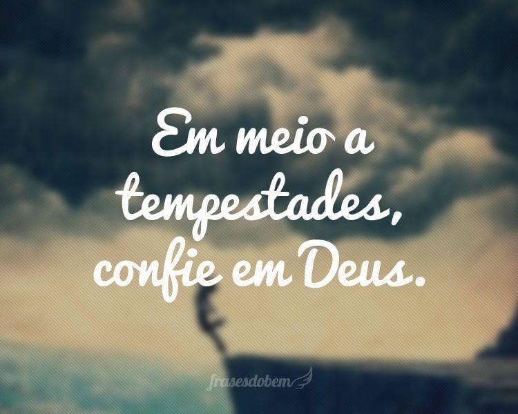 Em meio a tempestades, confie em Deus.