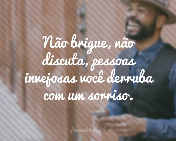 Não Brigue Não Discuta Pessoas Invejosas Você Derruba Com Um Sorriso