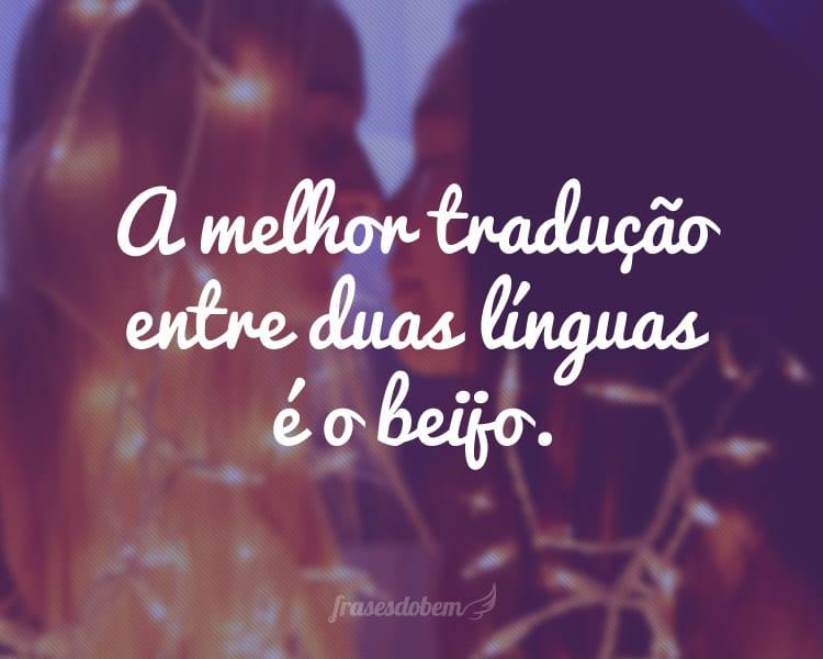 A melhor tradução entre duas línguas é o beijo.
