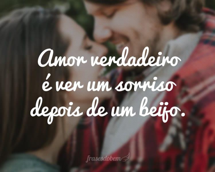 Amor verdadeiro é ver um sorriso depois de um beijo.