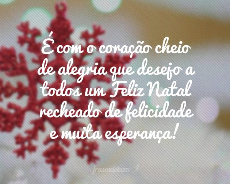 É com o coração cheio de alegria que desejo a todos um Feliz Natal recheado de felicidade e muita esperança!
