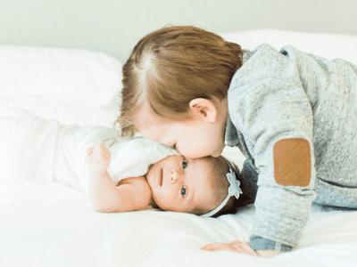 44 frases de amor de irmão para compartilhar com seu parceiro