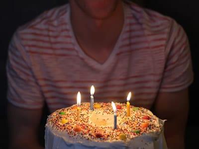 40 frases de aniversário para amigo que vão te ajudar a dar os parabéns