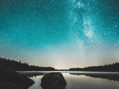 50 frases sobre estrelas para quem vive olhando para o céu