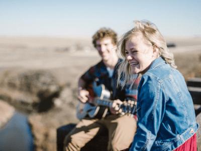 50 frases de músicas românticas para você compartilhar com seu amor