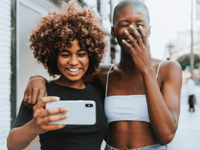 60 legendas para fotos com melhor amiga que demonstram todo seu amor