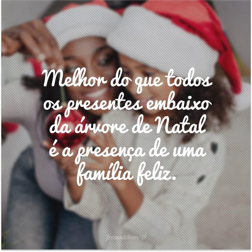 Melhor do que todos os presentes embaixo da árvore de Natal é a presença de uma família feliz.