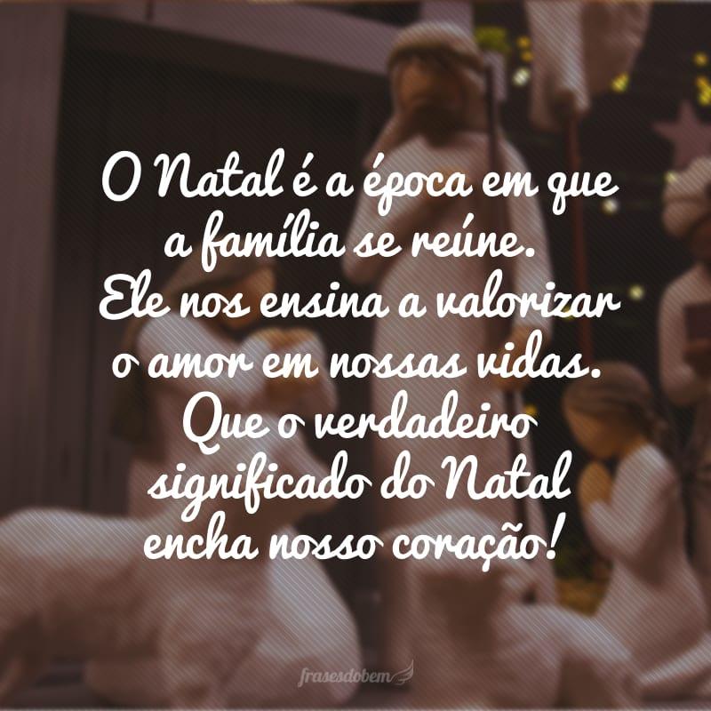 O Natal é a época em que a família se reúne. Ele nos ensina a valorizar o amor em nossas vidas. Que o verdadeiro significado do Natal encha nosso coração!