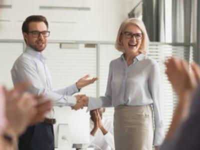 45 frases de agradecimento para chefe que vão alegrá-lo com o carinho