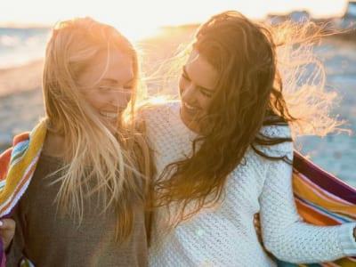 30 frases de elogios para amiga que exaltam as melhores qualidades dela
