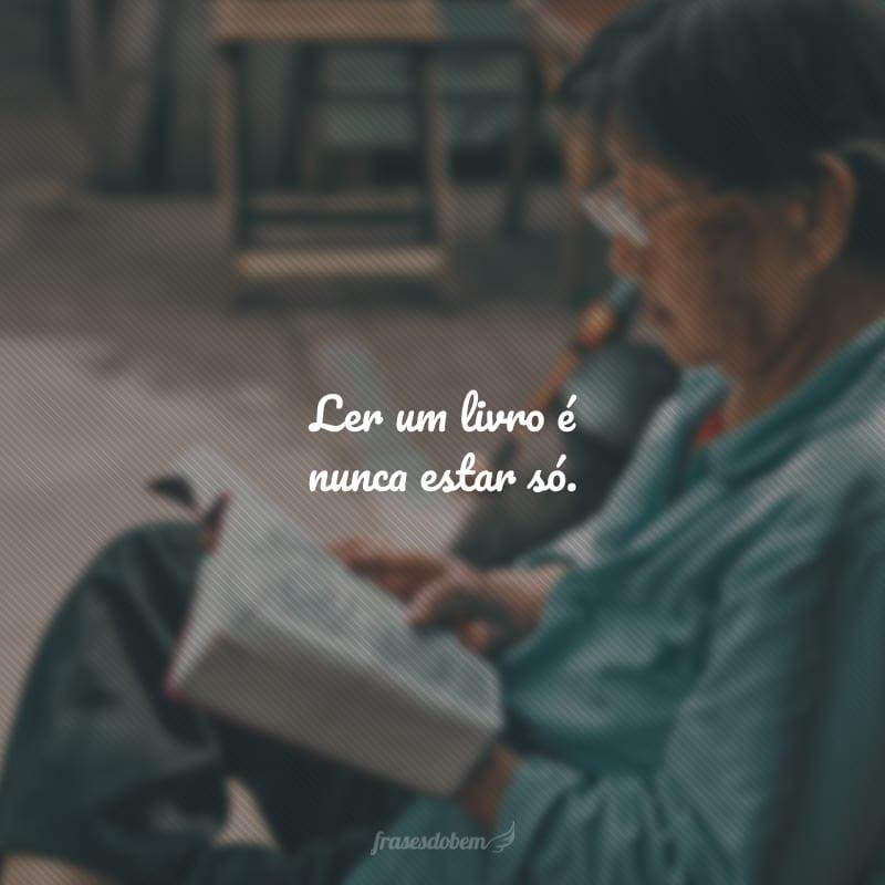 A leitura não se encerra nas páginas dos livros, ela continua nos gestos e afetos, se comunicando por olhares e sorrisos.
