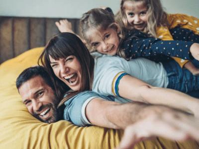 40 frases engraçadas de família para rir das manias de vocês